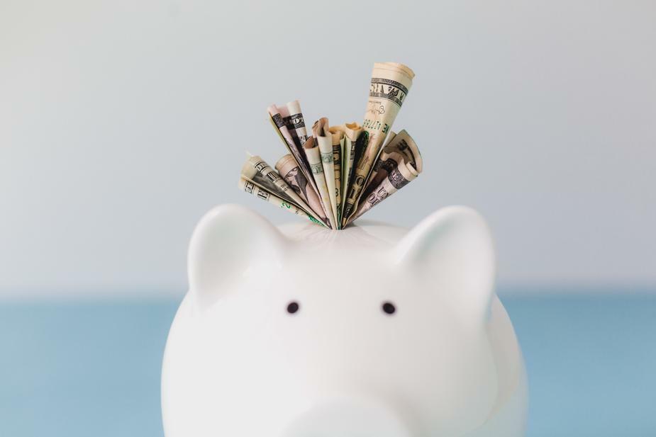 FDIC: Przestań gromadzić swoje pieniądze pod materacem